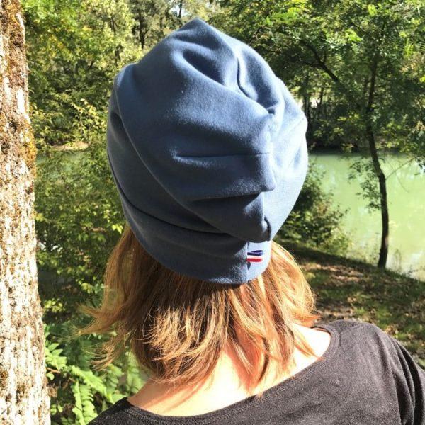 Bonnet bleu de dos