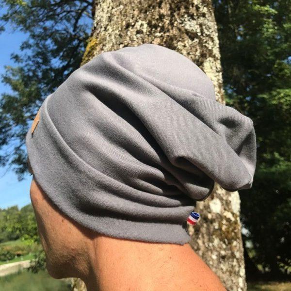 Bonnet gris de dos